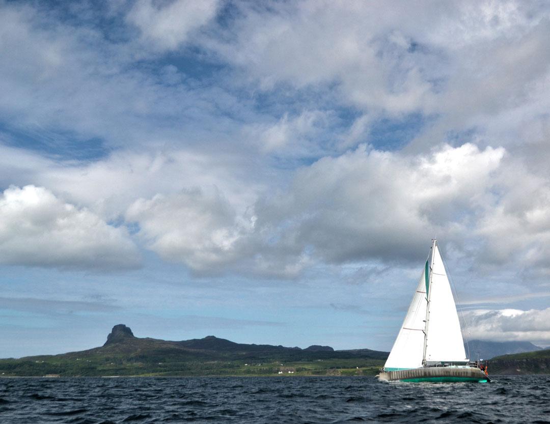 1080x833-sailing-past-eigg